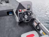 Boat driver console with windscreen and livewell