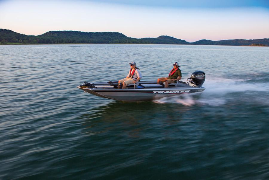Bass tracker pontoon boats bing images for Bass tracker fishing boats